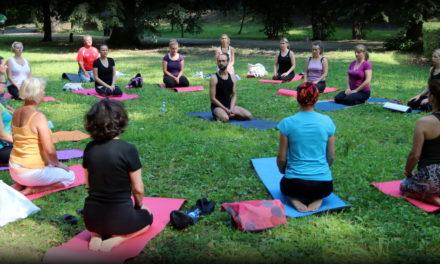 Wspólne ćwiczenia jogi